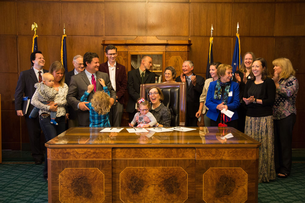 HB3139-Governor-signing-IV-web