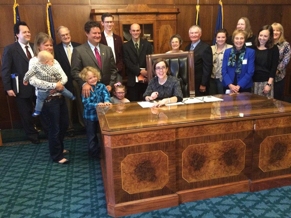 Oregon-House-Bill-3139-Signing